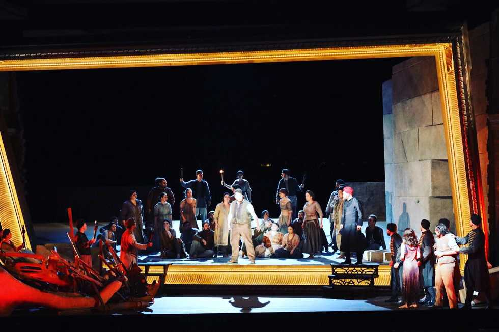 A scene from the Santa Fe Opera production of The Pearl Fishers.
